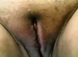 DESI TAMIL AUNTY AJITHA NUDE SHOWING PUSSY AND PISSING